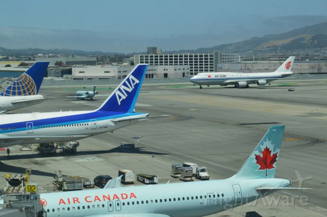 Airbus A319 (C-FDQV) - Noontime international traffic at KSFO
