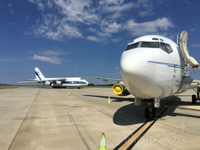 Boeing 737-200 (N467TW) - Two rare birds! About the only way a 737 can dwarf the AN-124!