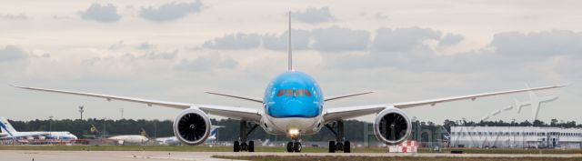 Boeing 787-9 Dreamliner (PH-BHN) - Am I the only one who thinks the Dreamliner on #KLM has a sheepish grin from the angle?