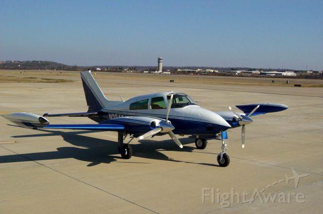 Cessna 310 (N28409)