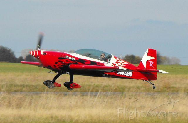 EXTRA EA-300 (N466MD)
