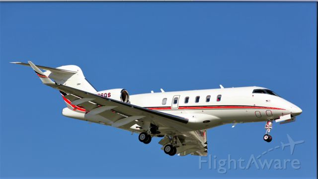 Bombardier Challenger 300 (N776QS) - Netjets new livery