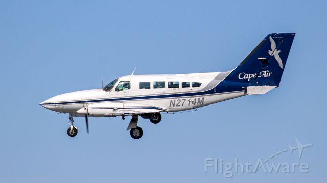 Cessna 402 (N2741M) - Banking towards 22L