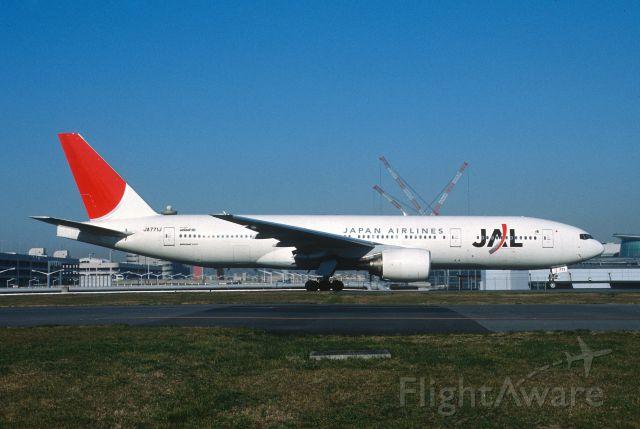 Boeing 777-200 (JA771J) - Taxing at Tokyo-Haneda Intl Airport on 2003/12/23