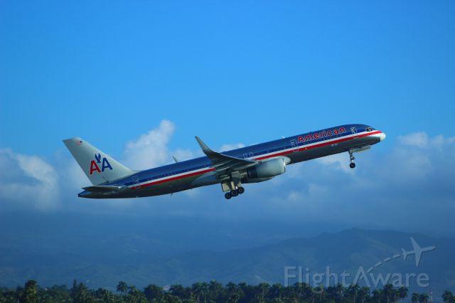 Boeing 757-200 (N652AA) - American 894 departing to KMIA. Jan 21, 2013.