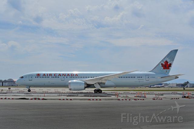 Boeing 787-9 Dreamliner (C-FRSO) - 20 feet stretch over the original B788 (10 feet forward and 10 feet aft)