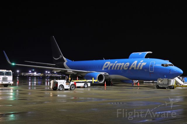 Boeing 737-800 (N5683A) - The first arrival of Amazon Prime Air in Toledo. This Boeing 737-84P (BCF) is operated by Sun Country Airlines late last night (17 Mar 2021).