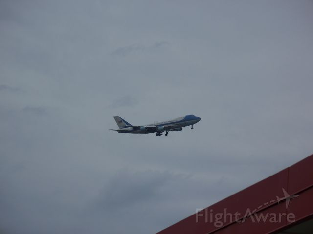 Boeing 747-200 (N29000) - 8/30/2011 Air Force One flies over me at the Bloomington Post Office on it