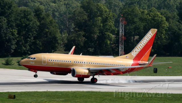 Boeing 737-700 (N714CB)