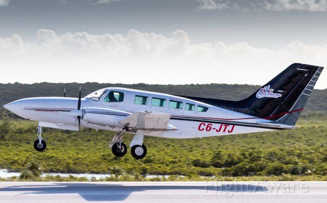 Cessna 402 (C6-JTJ)