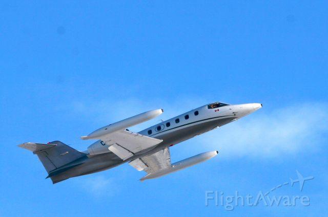 Learjet 35 (C-GIWO)