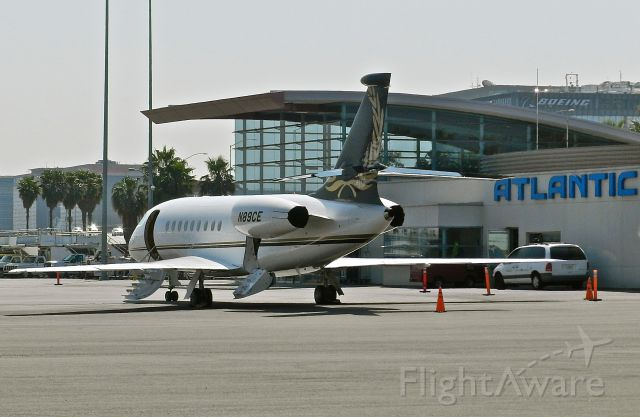 Dassault Falcon 2000 (N89CE) - on the ramp of Atlantic Aviation at LAX