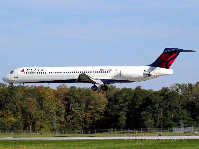 McDonnell Douglas MD-88 (N986DL)