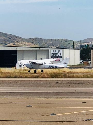Cessna Skyhawk (N956SP) - N956sp doing touch and goes at Gillespie field, San Diego
