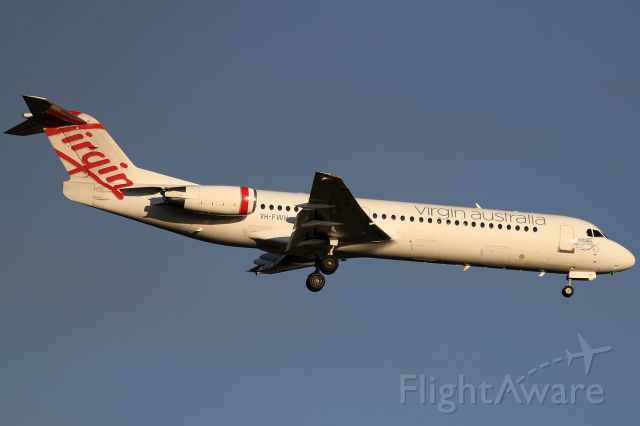 Fokker 100 (VH-FWH)