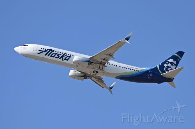 Boeing 787-9 Dreamliner (N274AK)