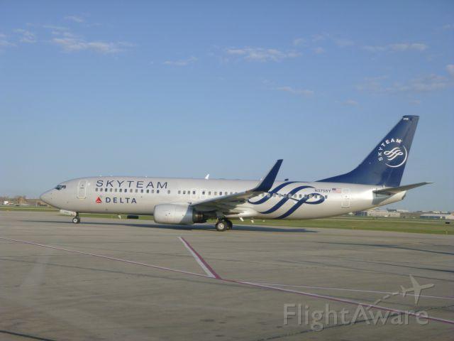 Boeing 737-800 (N3758Y) - Delta Skyteam