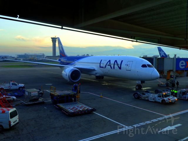 Boeing 787-8 (CC-BBE)