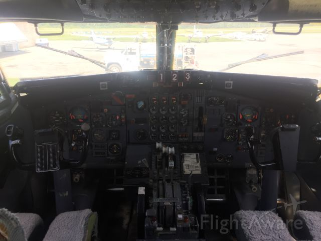 Boeing 727-100 (N117FE) - classic cockpit! (And very humid)