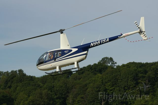 Robinson R-44 (N961SA)