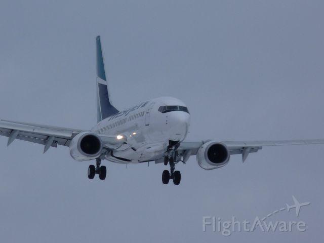 Boeing 737-700 (C-GWSK)
