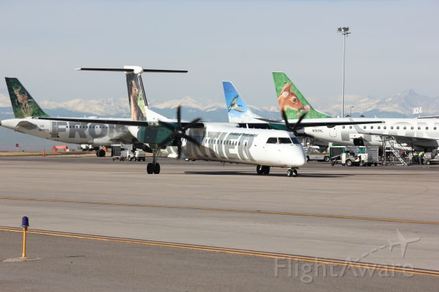 de Havilland Dash 8-400 (N502LX)