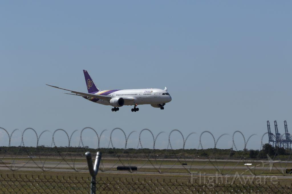 Boeing Dreamliner (Srs.8) (HS-TQE) - Landing at Brisbane Airport, 09/08/2017