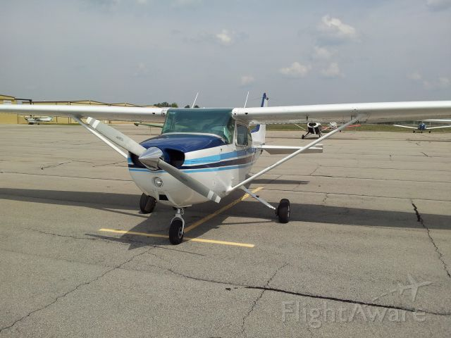 Cessna Skyhawk (N785AR) - Just after wash and wax