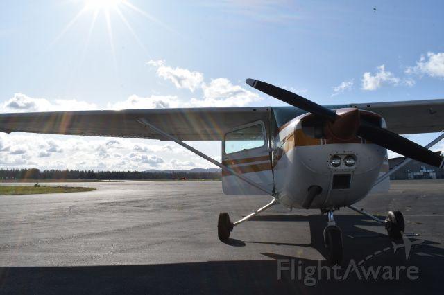 Cessna Skyhawk (N73452) - Fuel up in KSHN