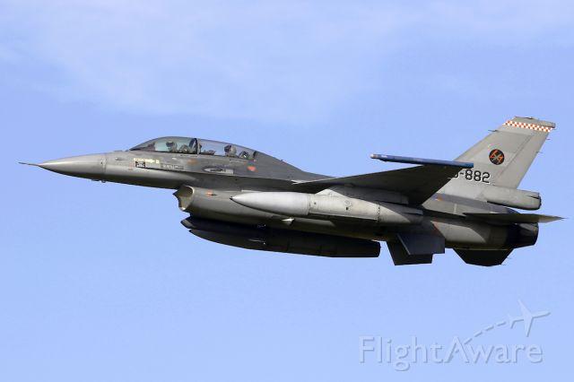 Lockheed F-16 Fighting Falcon (J882)