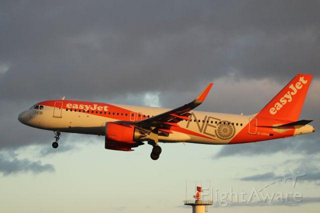 Airbus A320 (G-UZHA) - Aeroporto Gen. Humberto Delgado - Lisbon     1-12-2017