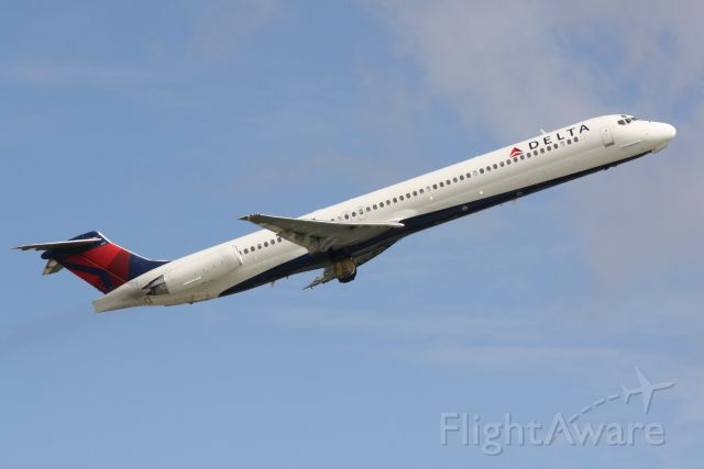 McDonnell Douglas MD-88 (N907DE) - Delta Flight 2298 (N907DE) departs Sarasota-Bradenton International Airport enroute to Hartsfield-Jackson Atlanta International Airport