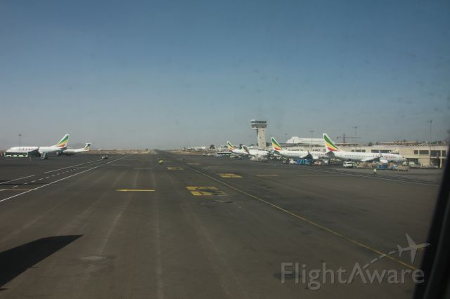 BOEING 767-300 (ET-ANU)