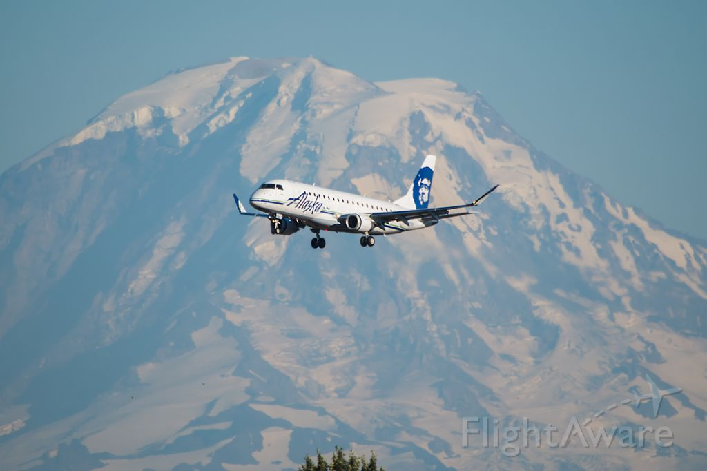 Embraer 170/175 (N171SY) - Skywest E175 opf Alaska Airlines, landing at SeaTac in July, with a fantastic shot of Mt. Rainier in the background.
