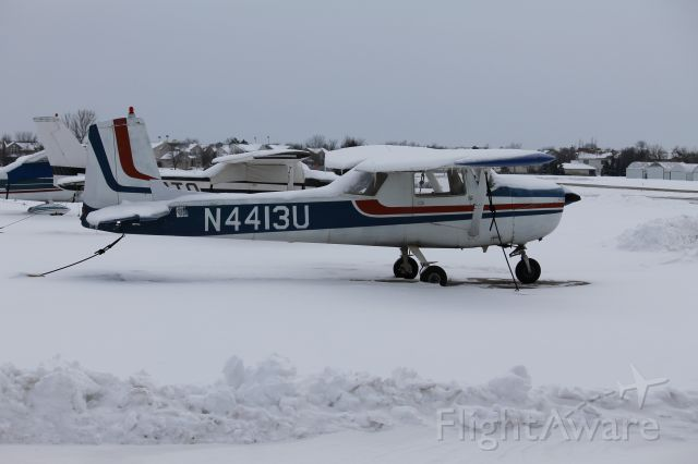 Cessna Commuter (N4413U) - Snowed in