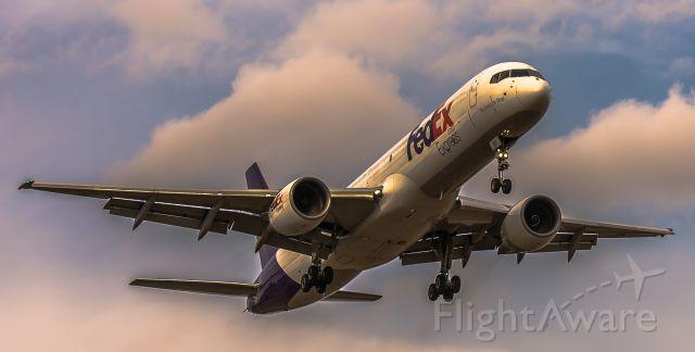 Boeing 757-200 (N997FD)