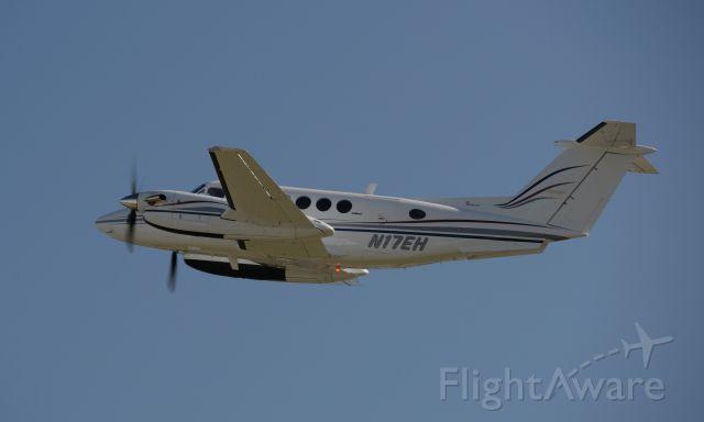 Beechcraft Super King Air 200 (N17EH)