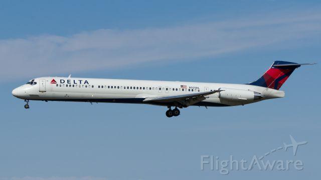 McDonnell Douglas MD-88 (N925DL) - Landing Rwy 21, Oct. 13 2013