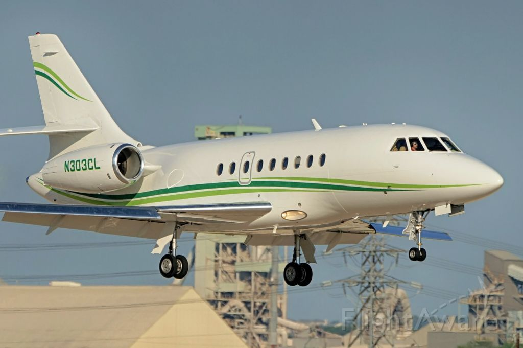 Dassault Falcon 2000 (N303CL) - 22 approach.