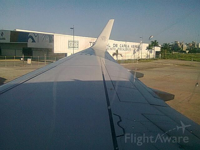 Boeing 737-700 —