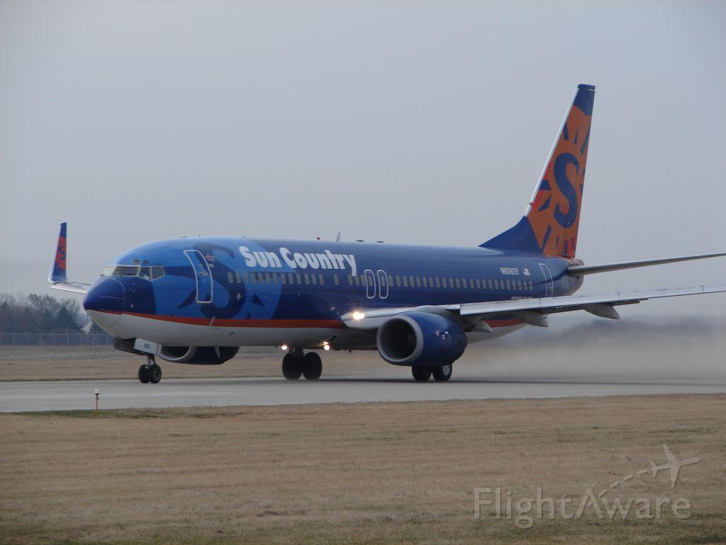 Boeing 737-700 (N806SY)