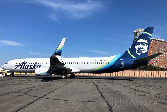 Boeing 737-900 (N273AK)