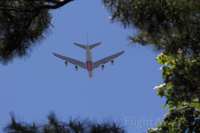 Airbus A380-800 (A6-EDD) - Final approach over Long Island to JFK - 21L - May 25, 2014