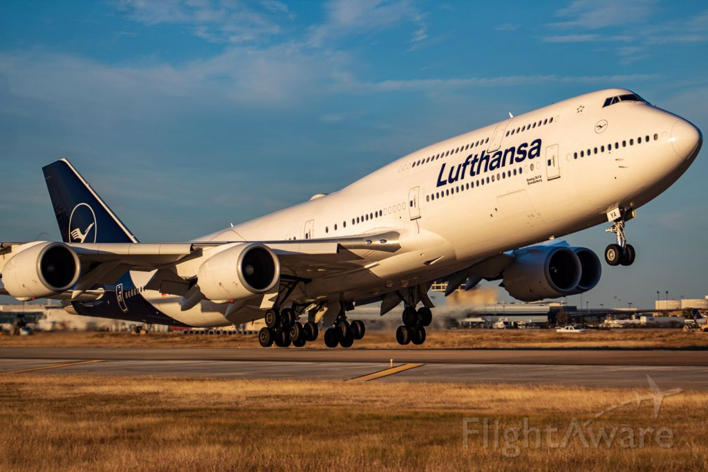 BOEING 747-8 (D-ABYA) - First DLH B747 with new livery at IAH.