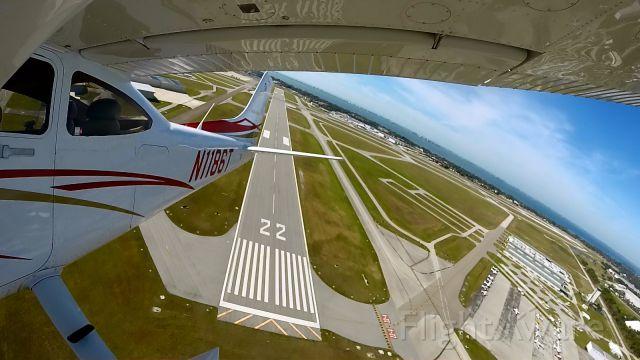 Cessna Skylane (N1186T) - Take Off from Rnwy 04 KSRQ