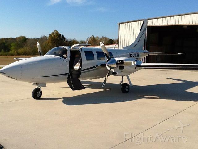 Piper Aerostar (N6071R) - My hangar.
