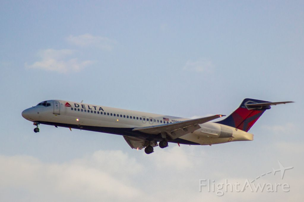 Boeing 717-200 (N966AT) - Delta 717 landing and LAX