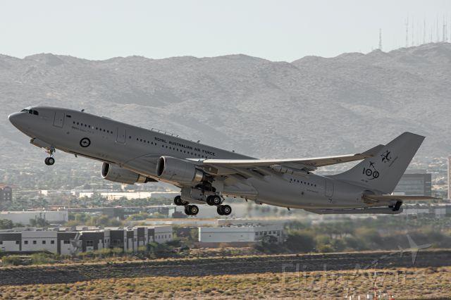 A39004 — - Shot from Terminal 4 parking garage at KPHX 8 Feb 2021