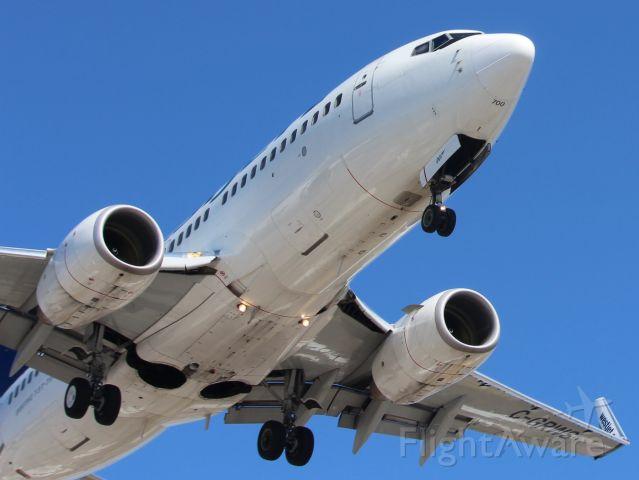 Boeing 737-700 (C-GRWS)