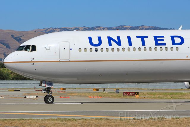 BOEING 767-400 (N76062)